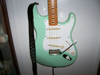 Fender Classic Series '50s Strat in Surf Green + Case