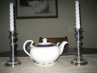 Aynsley China Teapot 'Leighton' discontinued pattern