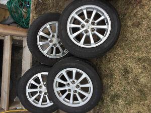 205/60/16 pneus d'ete avec mags a vendre/for sale