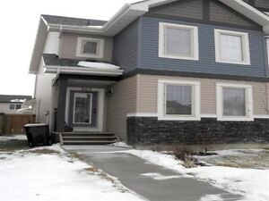 PERFECT 2 BED, 2 1/2 BATH HALF DUPLEX IN SPRUCE GROVE