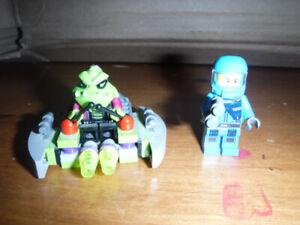 Lego Alien Striker - 7049