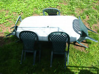 Outdoor patio set - 5 chairs and a table