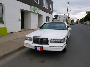 95 Lincoln Town car *priced to sell