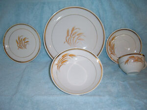 VINTAGE, (ONE OF A KIND) HYCROFT CANADA 22K GOLD / 43 PIECE, C