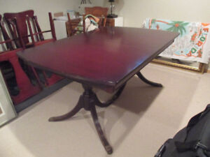Antique Mahogany Dining Table w/ 5 Chairs