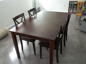 Dining Room Table With Four Matching Chairs.