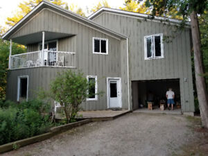 Lovely Three Bedroom Home - Wasaga Beach just minute from lake