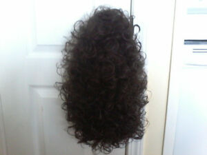 BRAND NEW LONG CURLY WIG TAG ATTATCHED COLOR 4 SIZE AVERAGE