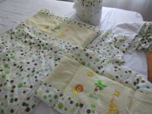 Ensemble literie de bassinette / Skip hop bedding