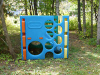 LITTLE TIKES Huge play structure, get it before the snow comes