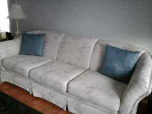 Buy Or Sell A Couch Or Futon In Winnipeg Furniture Kijiji Classifieds