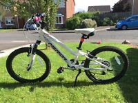Girls bike - suit age 5-9 - top quality bike in good condition