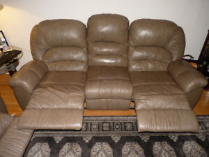 3 Piece Leather Set in good condition brown / beige color