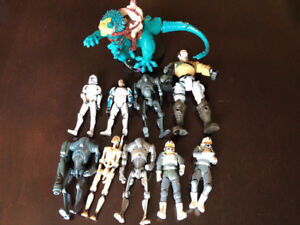 ABOUT 35 STAR WARS FIGURES, SPACE SHIPS, BOBBLEHEADS