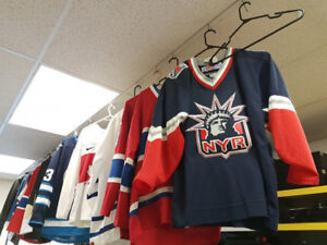 Grande Vente de Chandail de Hockey officiel à partir de 59.95$