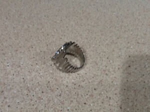 Stainless steel ladies ring Campbell River Comox Valley Area image 2
