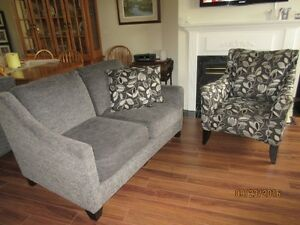 Love Seat and coordinating chair Stratford Kitchener Area image 2