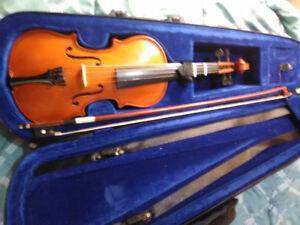 Fiddle & bow with case in Excellent condition