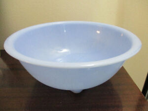 Pyrex Blue Delphite Rolled Lip Square Bottom Mixing Bowl #326