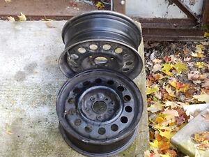 4 roues acier 5 trous 15 po Saturn
