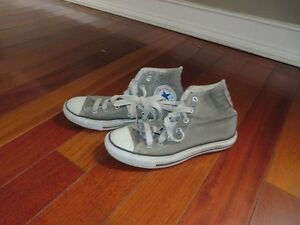 BOYS CONVERSE SNEAKERS SIZE 4.5