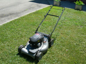 "CRAFTSMAN SELF PROPELLED 21"" GAS LAWNMOWER"
