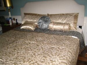 Beautiful King Size Bed Quilt, pillow shams and pillows