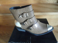 sale of new boots,shoes,handbags many sizes