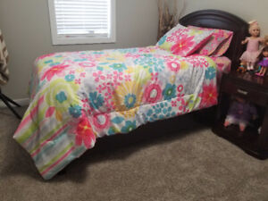 SINGLE BED INCLUDING NIGHT STAND AND MATTRESS
