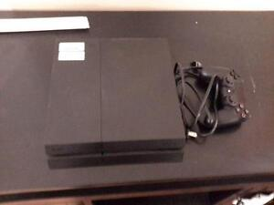 *** USED *** SONY PS4 PLUS TWO ACCESSORIES   S/N:B737536117   #STORE527