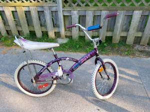 Shift n gears girls bike medium size. Like new road 2 times.