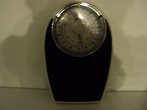 DOCTOR QUALITY SCALE ~  KILOS & POUNDS ~ RETRO LOOKING!