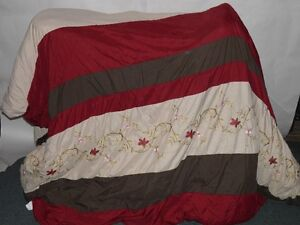 Queen size comforter w/curtain panels