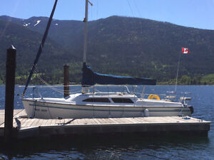 1998 Catalina 250 winged keel sailboat