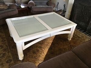Large Coffee Table w removable Bevelled Glass Inserts Near Mint