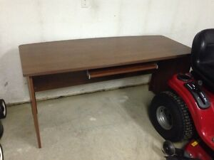 Desk - sturdy and great condition