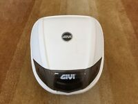 Givi back box with base plate