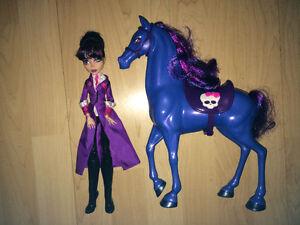Monster High et cheval