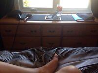 Set de chambre en bois vernis 80$