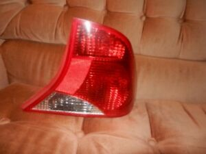 FORD FOCUS SEDAN RIGHT SIDE TAIL LAMP