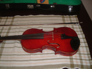 Vintage 4/4 violin with Glasser bow, and hard case.