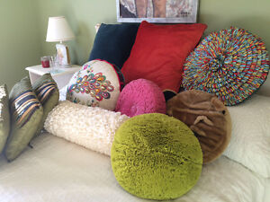 gorgeous pillows vintage and pier one collection West Island Greater Montréal image 6