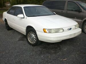 1994 Ford Taurus Body Parts avilable Cornwall Ontario image 1