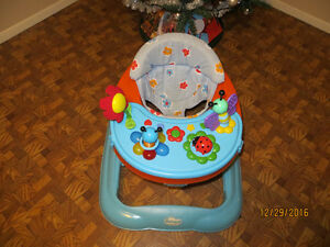 Walker and exersaucer in one