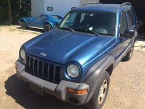 2002 Jeep Liberty runs great 3.7 litre  PARTS only. Manual 4x4