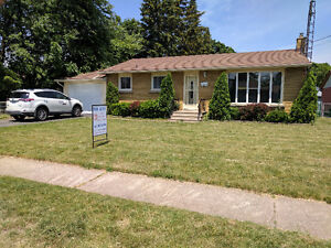 Well Maintained Niagara Falls Rental... Perfect Location