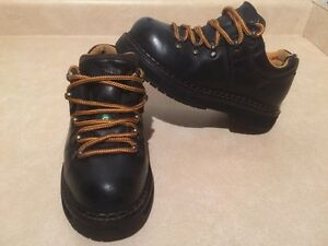 Women's Dakota Steel Toe Work Shoes Size 6 London Ontario image 2