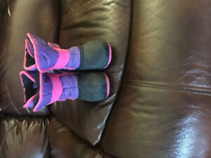 Girl pink and purple kamik winter boots size 9 for sale!