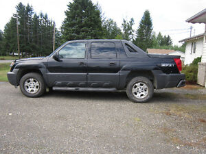 2005 Chevrolet Avalanche Z71 Pickup Truck 4X4 GOOD COND.
