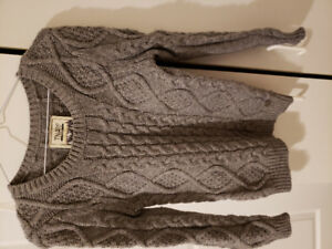 ARITZIA TNA SWEATER SIZE XS LIKE NEW
